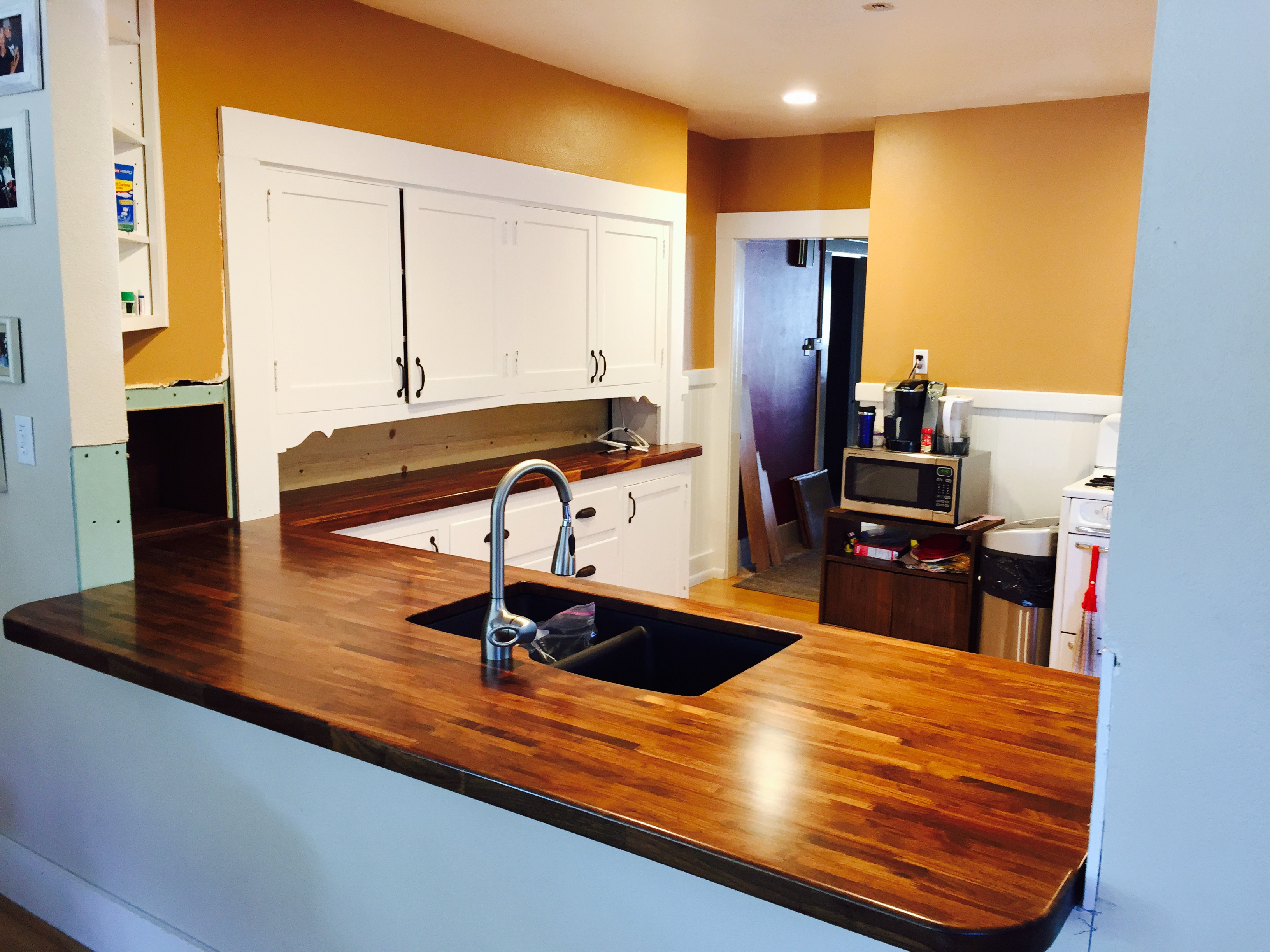 Walnut butcher block table tops counter tops for Lineal foot counter